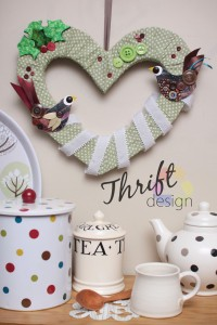 spotty-heart-wreath-mag570